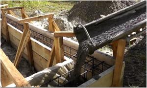 Заливка фундамента для бани